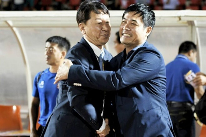 Sau tuyên bố chia tay, HLV Chung Hae-soung (trái) và CLB TP.HCM tái hợp đầy bất ngờ