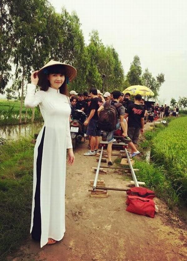 """Ngọc Trinh """"kín cổng cao tường"""" trong phim """"Vòng eo 56"""" ảnh 3"""