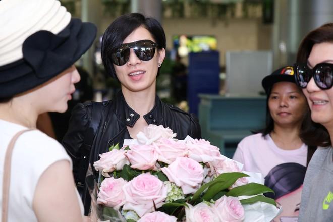 Xa Thi Mạn đẹp giản dị và cá tính khi đến Việt Nam ảnh 2