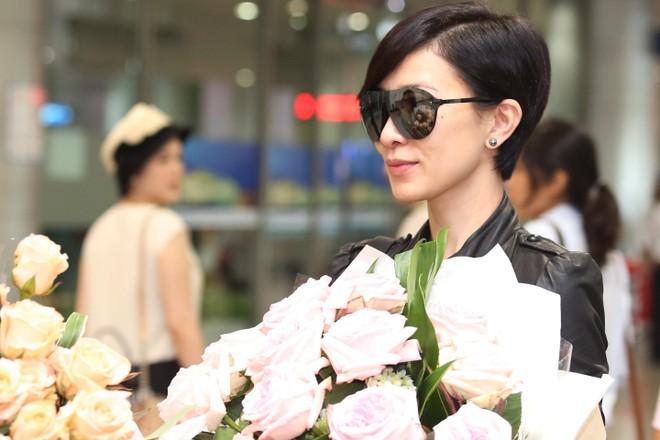 Xa Thi Mạn đẹp giản dị và cá tính khi đến Việt Nam
