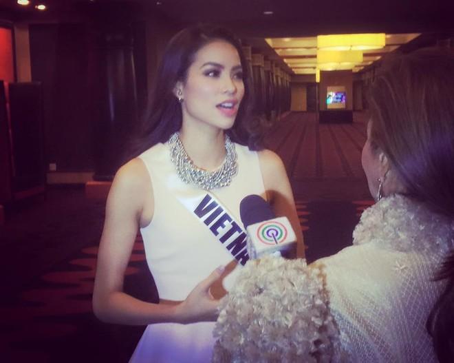 Phạm Hương tự tin trả lời phỏng vấn truyền thông nước ngoài