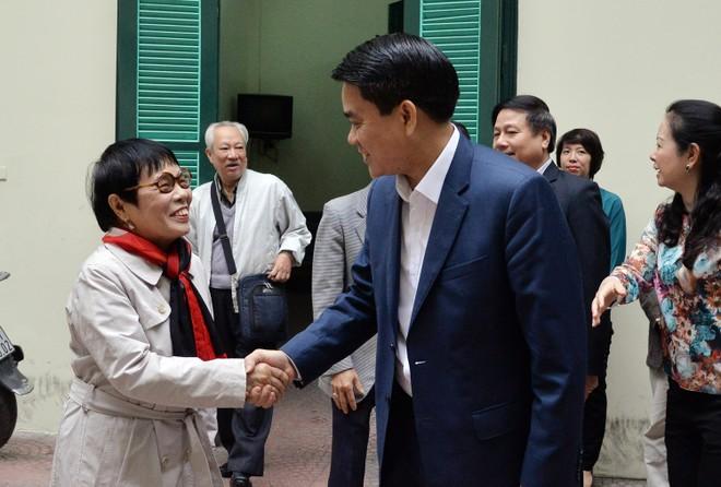 Văn nghệ sĩ trí thức Thủ đô ấn tượng với sự năng động và quyết liệt của Chủ tịch UBND TP Hà Nội Nguyễn Đức Chung ảnh 4