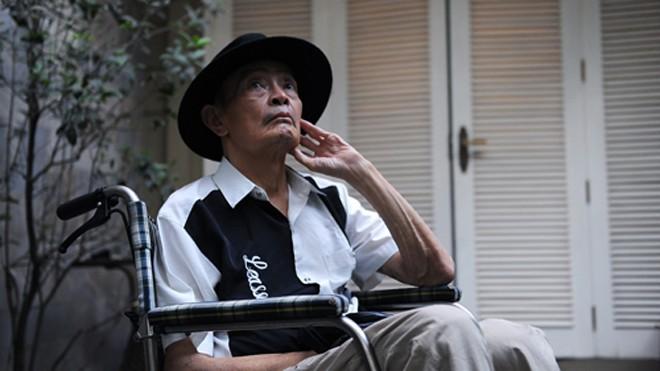 Dù phải ngồi trên xe lăn và không nói được nhiều nhưng nhạc sĩ Thanh Tùng vẫn lạc quan và giữ niềm đam mê với cuộc sống...