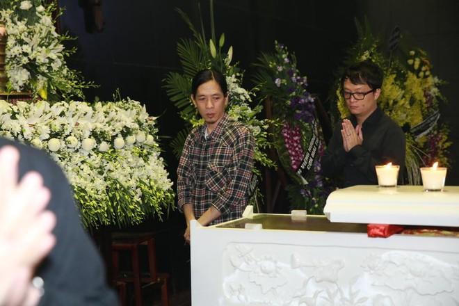 Hình ảnh nghệ sĩ xót xa tiễn đưa nhạc sĩ Thanh Tùng ảnh 16