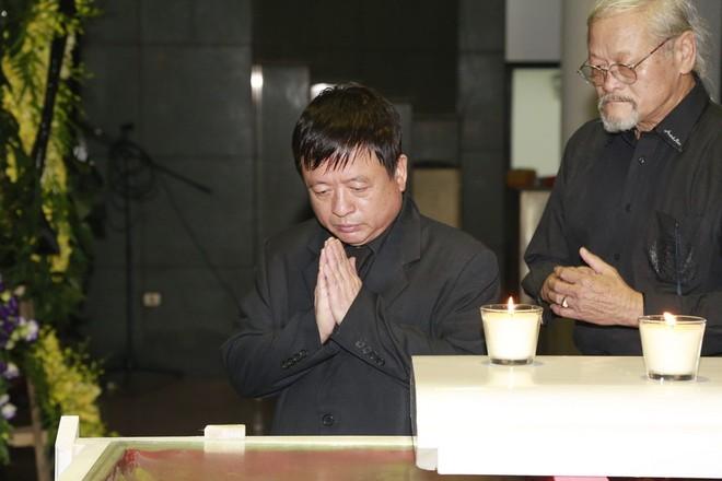 Hình ảnh nghệ sĩ xót xa tiễn đưa nhạc sĩ Thanh Tùng ảnh 2