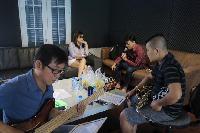 Danh ca Tuấn Ngọc cùng em gái Lưu Bích ráo riết tập luyện cho đêm nhạc tại Hà Nội ảnh 5