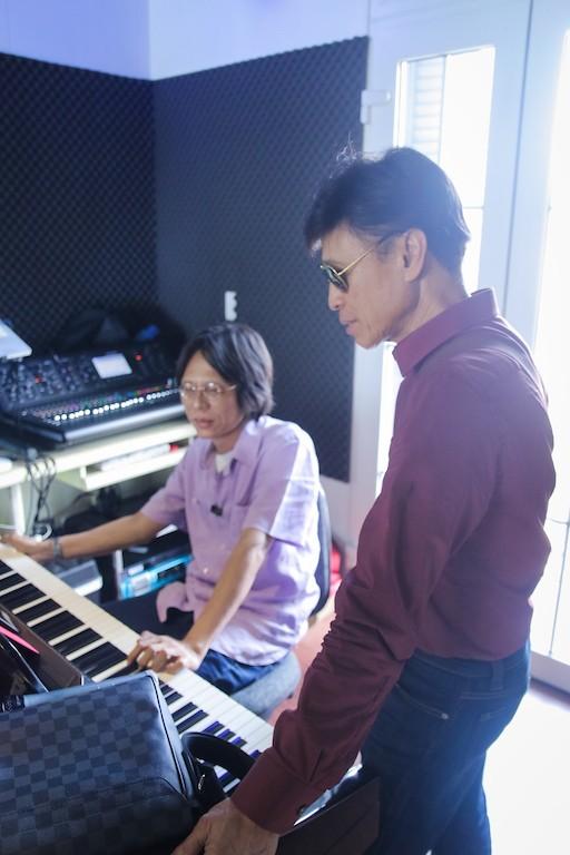Danh ca Tuấn Ngọc cùng em gái Lưu Bích ráo riết tập luyện cho đêm nhạc tại Hà Nội ảnh 6