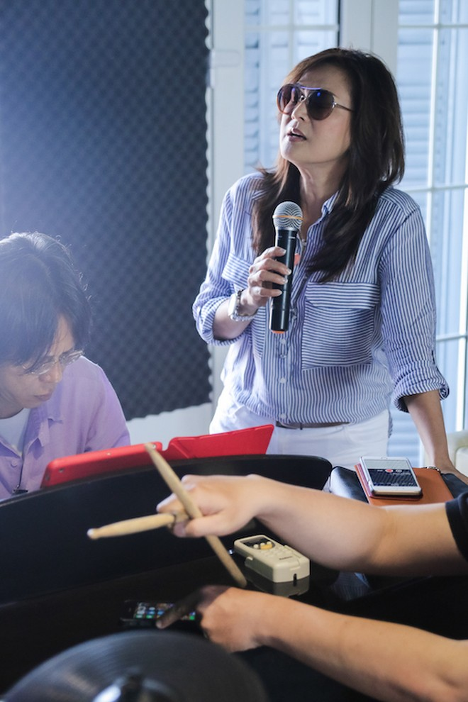 Danh ca Tuấn Ngọc cùng em gái Lưu Bích ráo riết tập luyện cho đêm nhạc tại Hà Nội ảnh 7