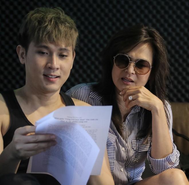 Danh ca Tuấn Ngọc cùng em gái Lưu Bích ráo riết tập luyện cho đêm nhạc tại Hà Nội ảnh 11