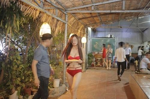 """Vụ dàn """"chân dài"""" mặc bikini tiếp khách ở nhà hàng: Lại cố tình P.R rẻ tiền ảnh 1"""