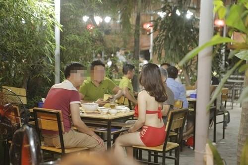 """Vụ dàn """"chân dài"""" mặc bikini tiếp khách ở nhà hàng: Lại cố tình P.R rẻ tiền ảnh 2"""
