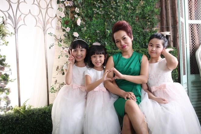 Bà mẹ đông con Thái Thùy Linh...
