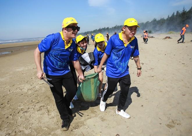 Thu Minh cùng hơn 1000 người nhặt rác ảnh 11