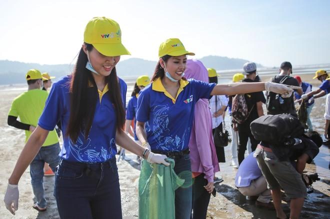 Thu Minh cùng hơn 1000 người nhặt rác ảnh 9