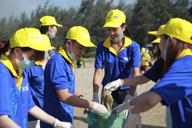 Thu Minh cùng hơn 1000 người nhặt rác ảnh 6