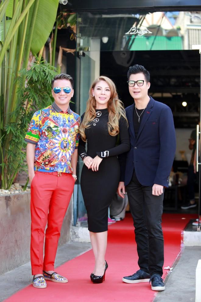 """Lộ diện """"soái ca"""" Việt """"yểm trợ"""" Thanh Thảo trong liveshow riêng"""