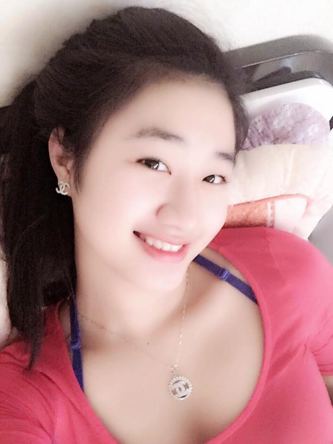 """Nhan sắc đời thường của tân """"Hoa hậu Bản sắc Việt toàn cầu"""" ảnh 10"""