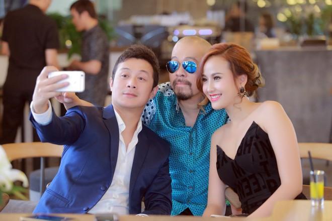 """Á quân """"The Face"""" Khánh Ngân vai trần bên MC Anh Tuấn ảnh 4"""