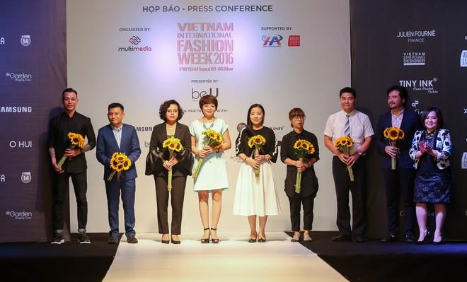 """Tuần lễ thời trang quốc tế Việt Nam 2016 đưa đón khách bằng '""""xế'"""" sang"""
