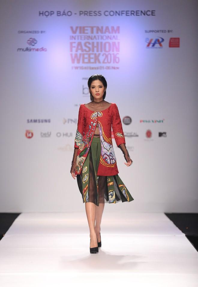 """Tuần lễ thời trang quốc tế Việt Nam 2016 đưa đón khách bằng '""""xế'"""" sang ảnh 4"""