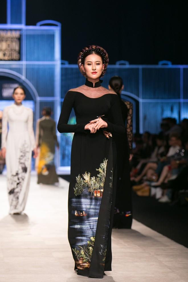 Á hậu Trương Thị May đội vương miện nặng 10kg