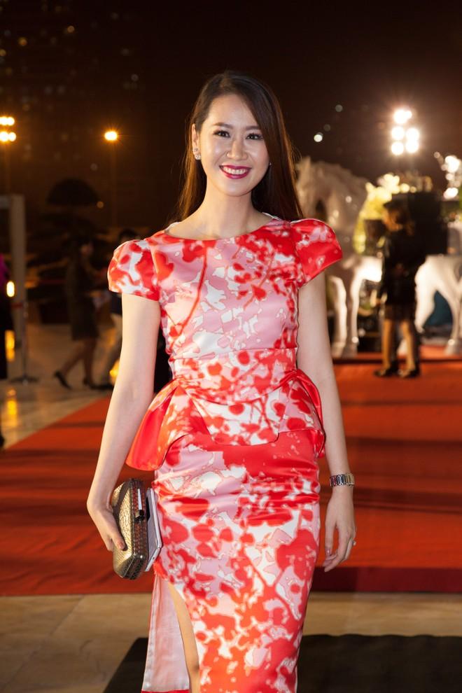 Midu diện túi hàng hiệu trị giá trăm triệu đồng lên thảm đỏ