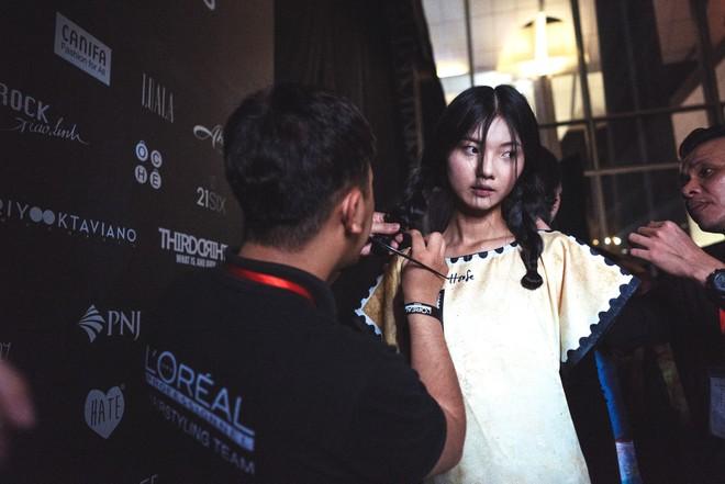 Những hình ảnh chưa từng thấy tại Tuần lễ thời trang Quốc tế Hà Nội ảnh 15