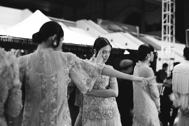 Những hình ảnh chưa từng thấy tại Tuần lễ thời trang Quốc tế Hà Nội ảnh 14