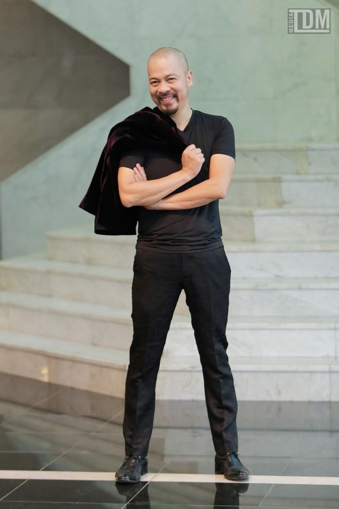 Nhà thiết kế Đức Hùng bảnh bao đọ dáng với MC Anh Tuấn ảnh 4