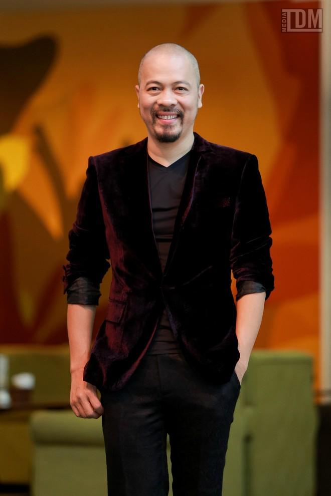 Nhà thiết kế Đức Hùng bảnh bao đọ dáng với MC Anh Tuấn