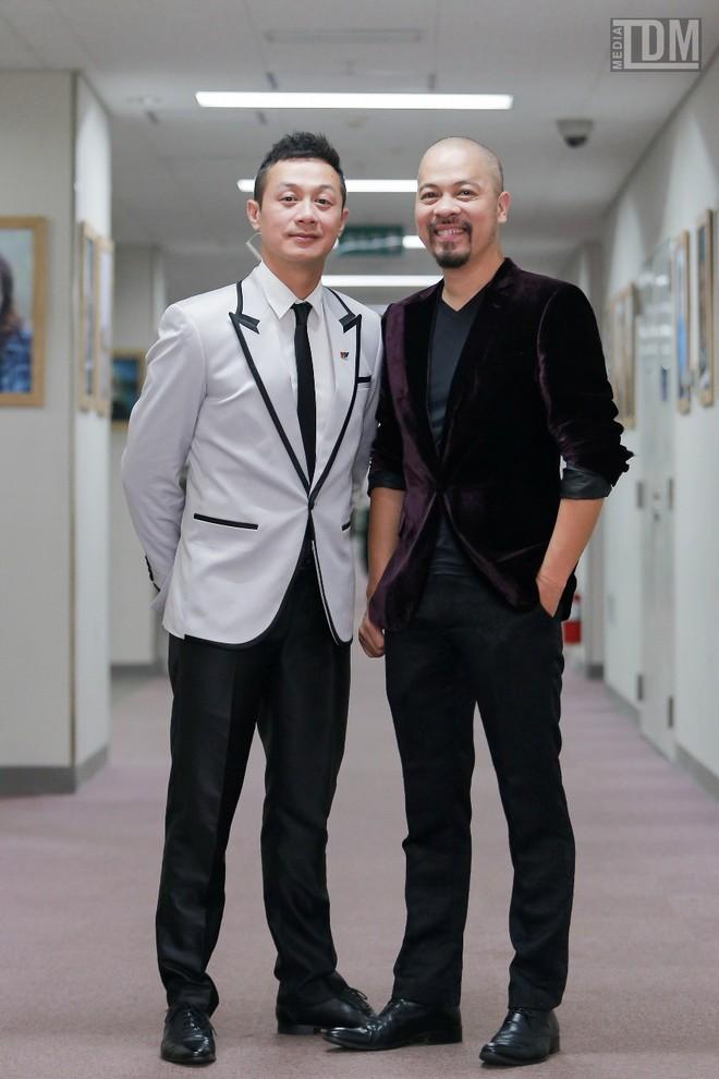 Nhà thiết kế Đức Hùng bảnh bao đọ dáng với MC Anh Tuấn ảnh 10