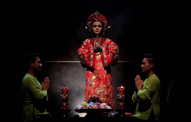 Hình ảnh đặc biệt về nghi lễ hầu đồng qua ống kính nhiếp ảnh gia quốc tế  ảnh 5