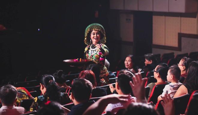 Hình ảnh đặc biệt về nghi lễ hầu đồng qua ống kính nhiếp ảnh gia quốc tế  ảnh 2
