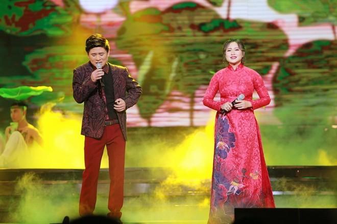 """Nhạc sĩ Phú Quang nghẹn ngào trên sân khấu """"Duyên dáng Việt Nam"""" ảnh 15"""
