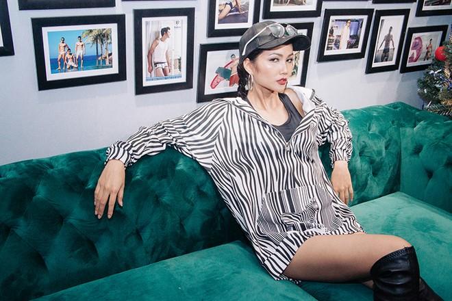 """Trở về từ """"Hoa hậu Siêu quốc gia"""", Khả Trang xuất hiện đầy """"bốc lửa"""""""