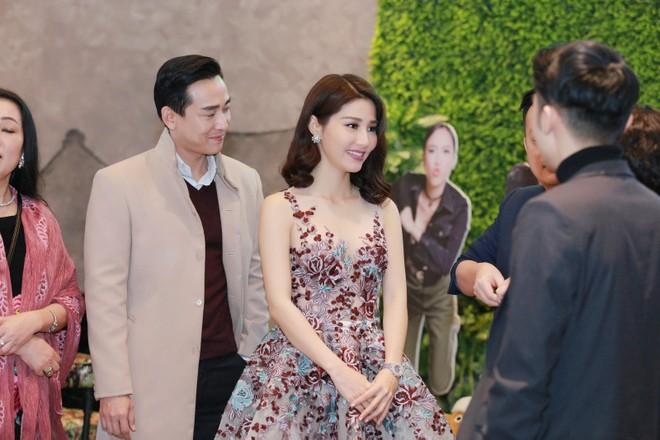 """Diễm My diện đồng hồ 1,3 tỷ trong buổi ra mắt """"Chạy đi rồi tính"""" tại Hà Nội"""