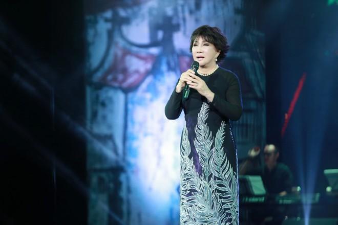 Lê Uyên xúc động khi lần đầu tiên hát trên sân khấu Hà Nội 