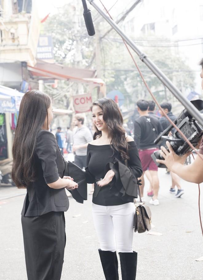 Hoa hậu Sương Đặng vai trần gợi cảm đi chợ Hàng Bè mua mắm tép