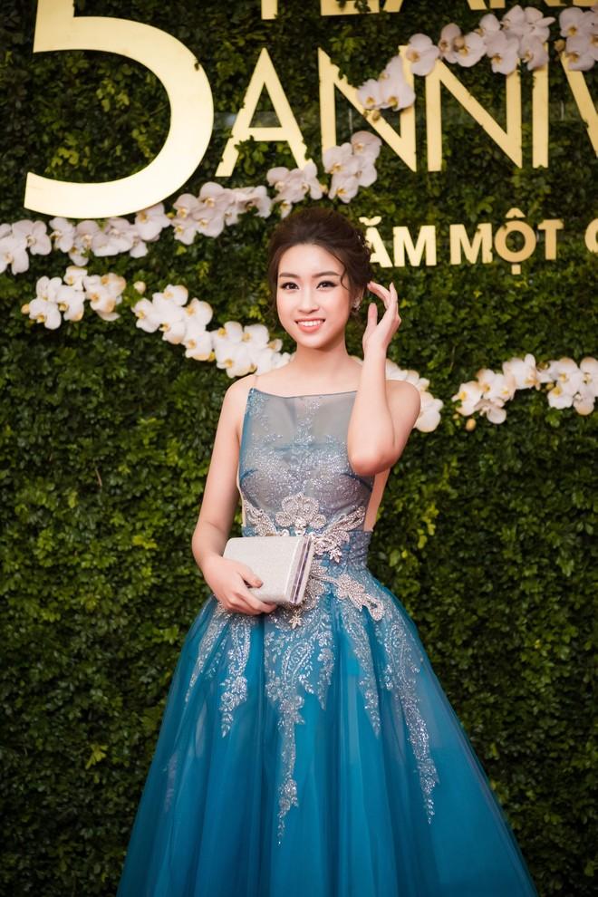 """Hoa hậu Mỹ Linh """"đọ"""" sắc với đàn chị Ngọc Hân ảnh 2"""