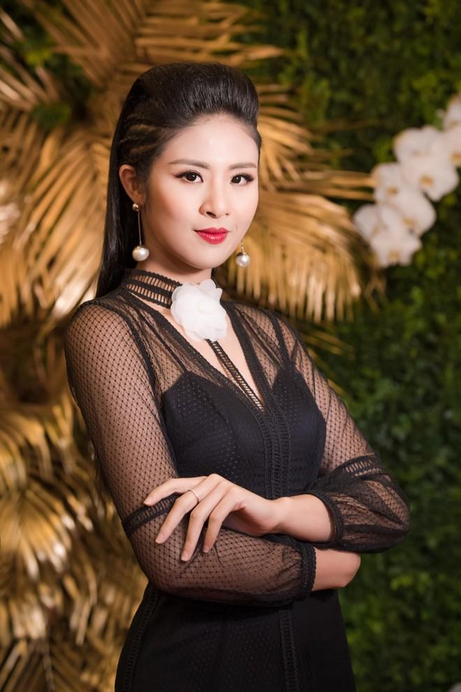 """Hoa hậu Mỹ Linh """"đọ"""" sắc với đàn chị Ngọc Hân ảnh 11"""