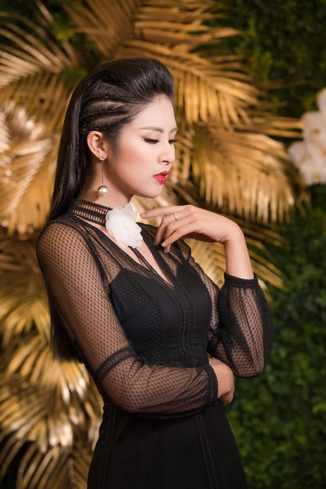 """Hoa hậu Mỹ Linh """"đọ"""" sắc với đàn chị Ngọc Hân ảnh 10"""