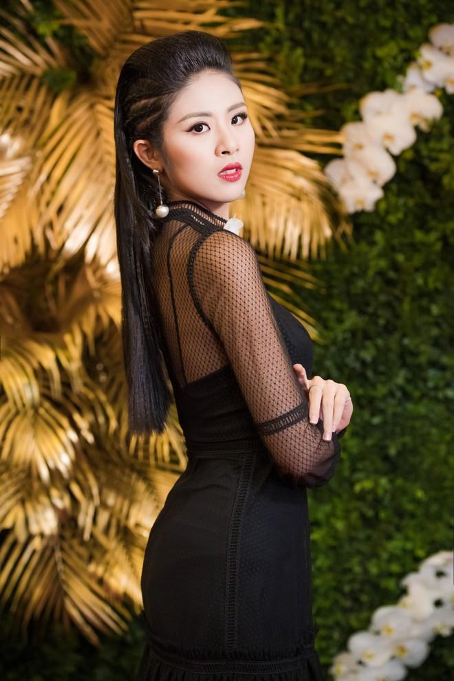 """Hoa hậu Mỹ Linh """"đọ"""" sắc với đàn chị Ngọc Hân ảnh 9"""