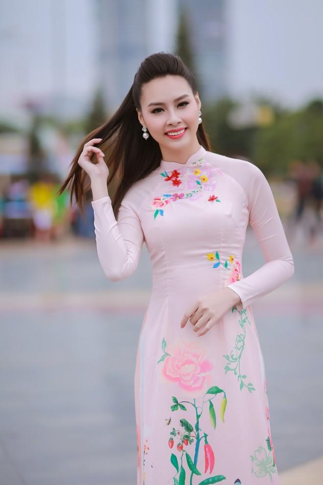 Ngắm nhan sắc rạng ngời của Hoa hậu Biển Thùy Trang ảnh 4