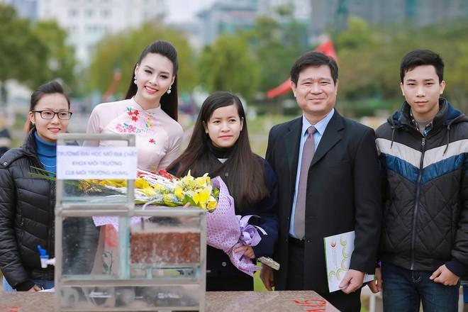 Ngắm nhan sắc rạng ngời của Hoa hậu Biển Thùy Trang