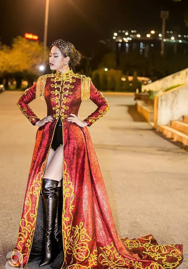  Hoàng Thùy Linh xuất hiện đầy khác lạ, quyến rũ và quyền uy như nữ hoàng  ảnh 11