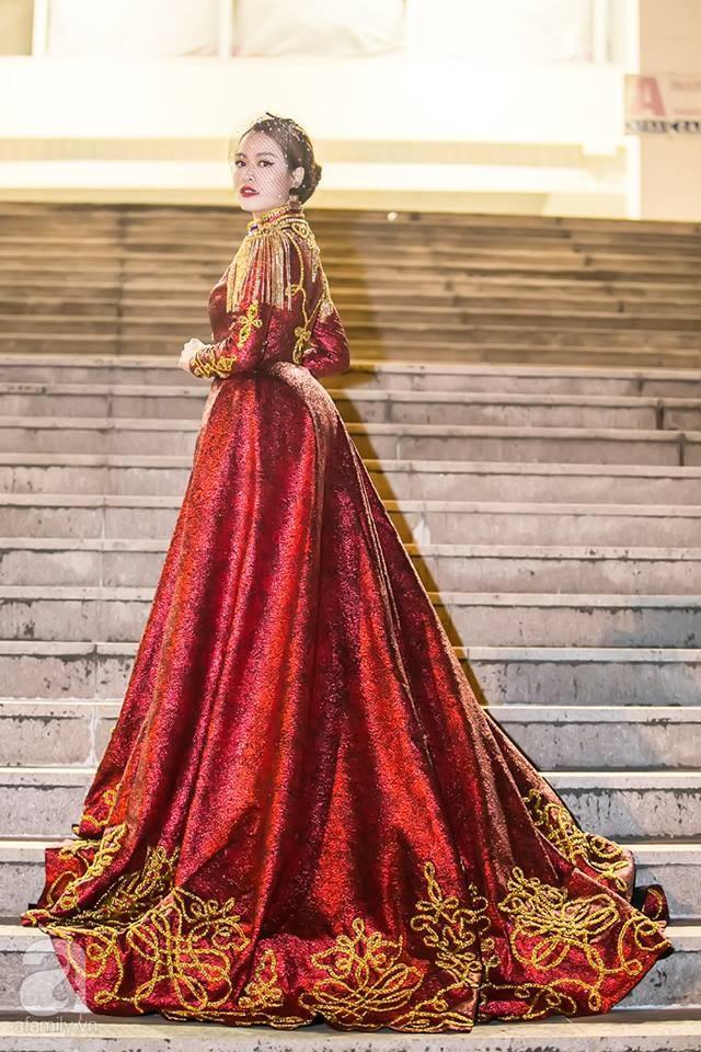  Hoàng Thùy Linh xuất hiện đầy khác lạ, quyến rũ và quyền uy như nữ hoàng 