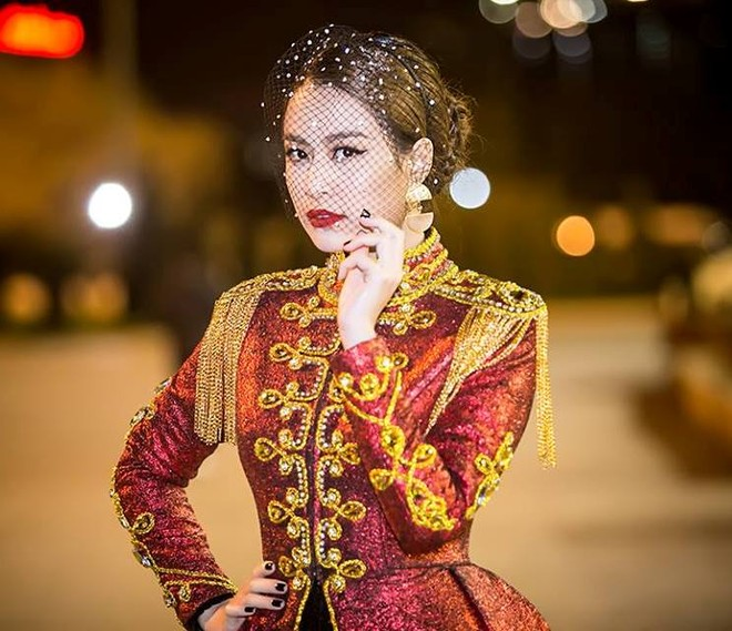  Hoàng Thùy Linh xuất hiện đầy khác lạ, quyến rũ và quyền uy như nữ hoàng  ảnh 6