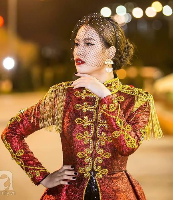  Hoàng Thùy Linh xuất hiện đầy khác lạ, quyến rũ và quyền uy như nữ hoàng  ảnh 9