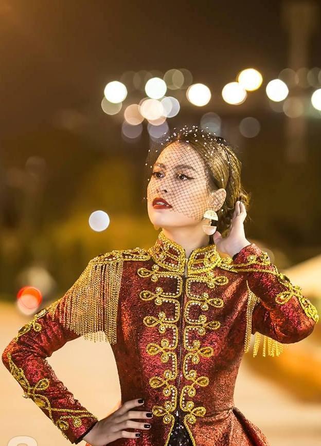  Hoàng Thùy Linh xuất hiện đầy khác lạ, quyến rũ và quyền uy như nữ hoàng  ảnh 7
