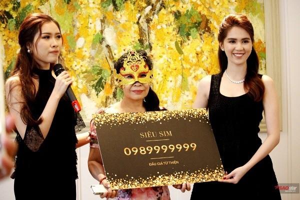 """Nữ doanh nhân đeo mặt nạ đã thắng cuộc trong buổi đấu giá sim """"khủng"""" của Ngọc Trinh nhưng bị cô tố đã """"xù"""" sau đó"""